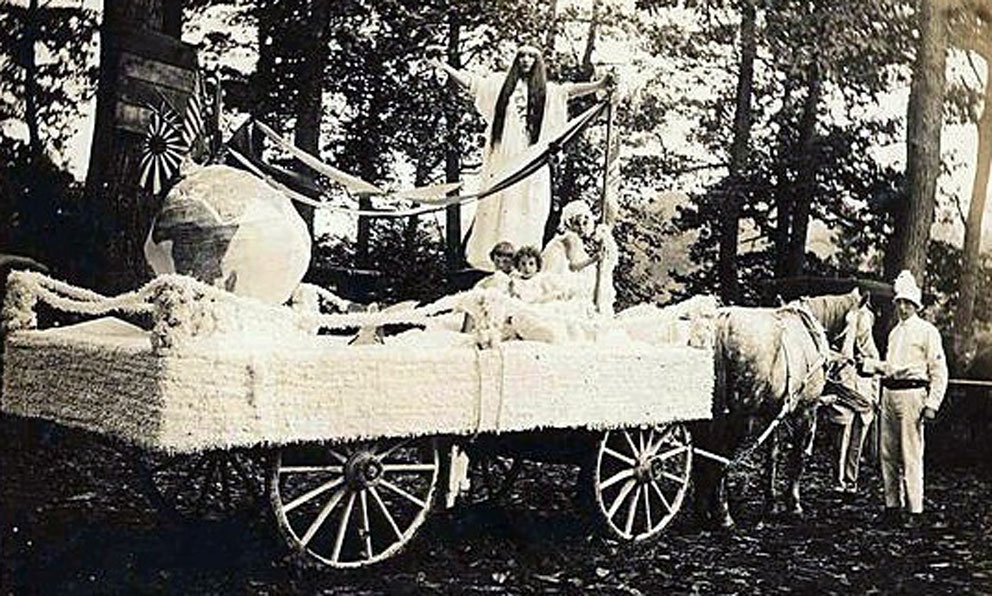 WWI Peace Float in Helton